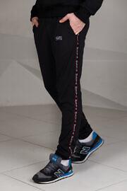 черные спортивные штаны с лампасом