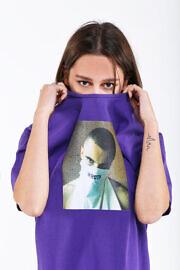 фиолетовая футболка oversize